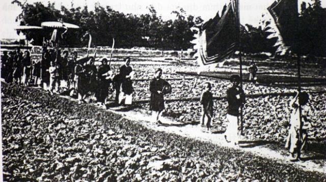 Một đám rước vinh quy bái tổ (Lều chõng ngày xưa)